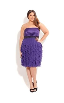 Фото - Как подобрать коктейльное платье для полных женщин?