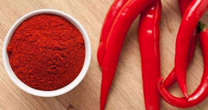 Фото красного перца чили и острого молотого