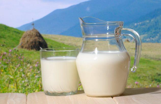 Фото молоко в графине - польза и вред для похудения