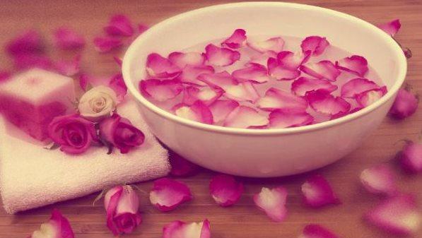 Фото розовой воды в домашних условиях для кожи лица
