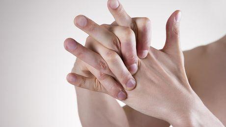 Фото - Ученые: хрустеть пальцами не вредно, а полезно