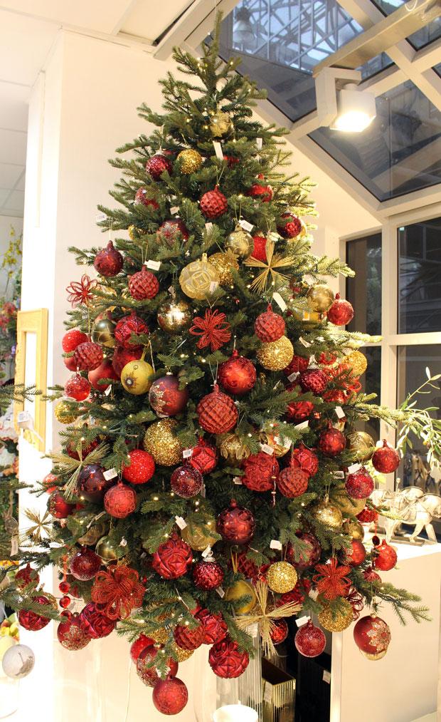 украшение елки в красно золотом цвете фото странный