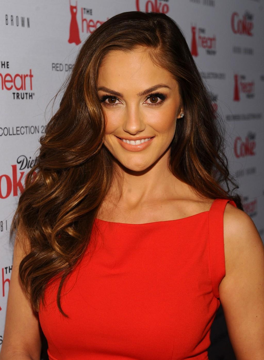Фото на тему: Посоветуйте макияж под красное платье для русых