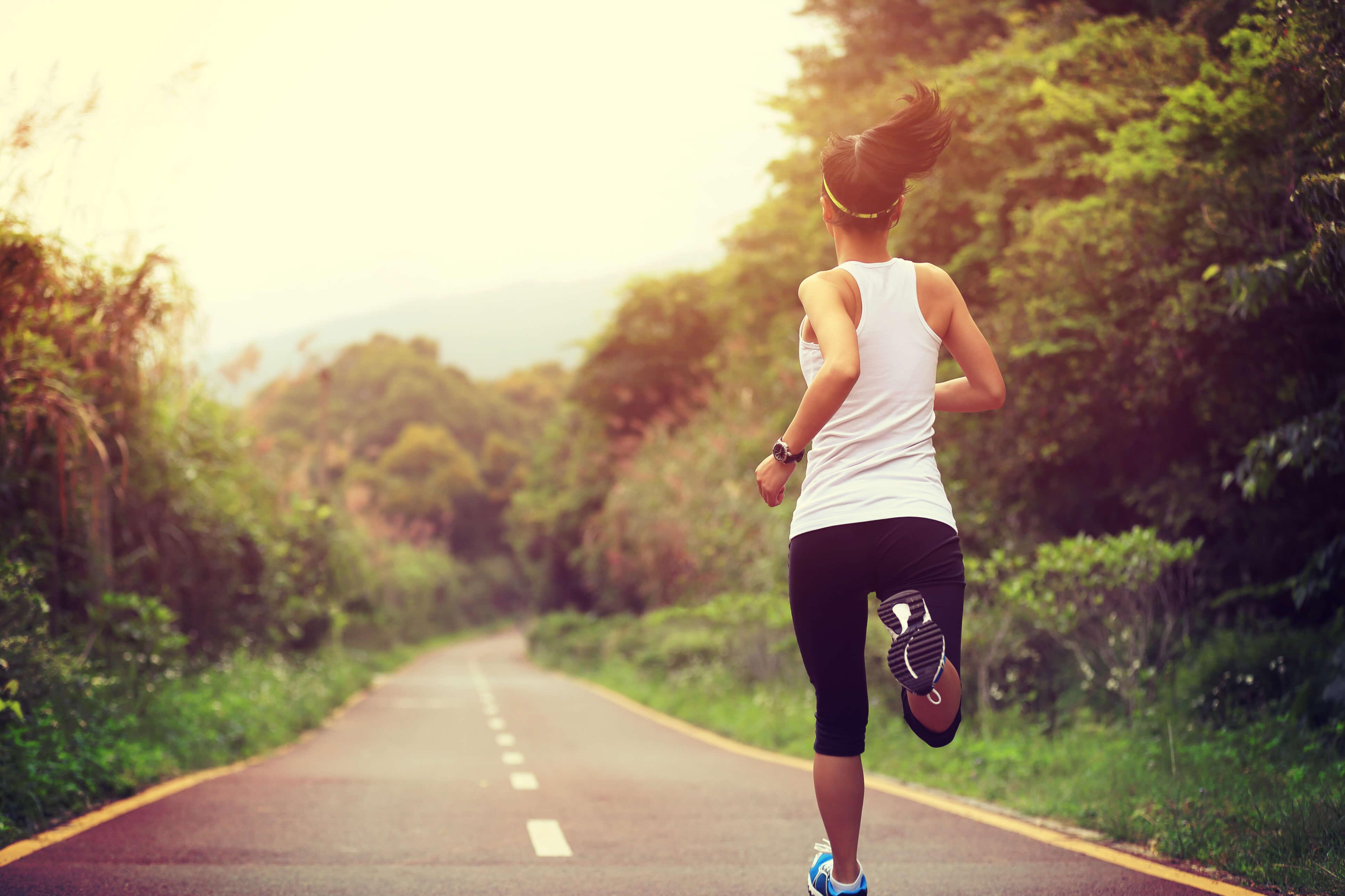 Фото человек бежит по жизни