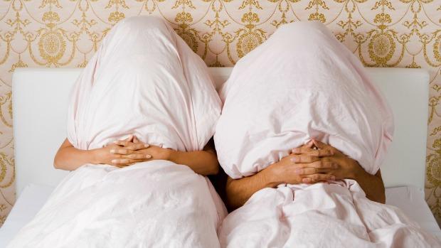 Фото на тему: Спать под разными одеялами женатым к разводу и девичьей фамилии?