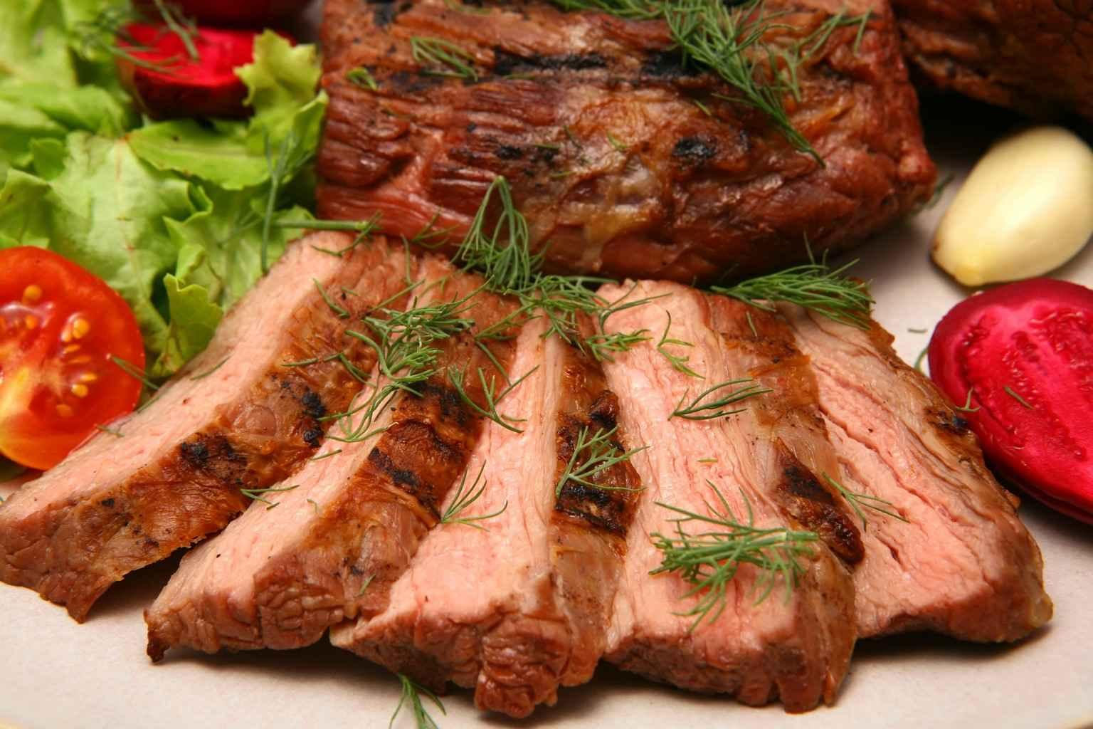 Фото на тему: Можно ли свинину на новый год 2019? Кто будет готовить?