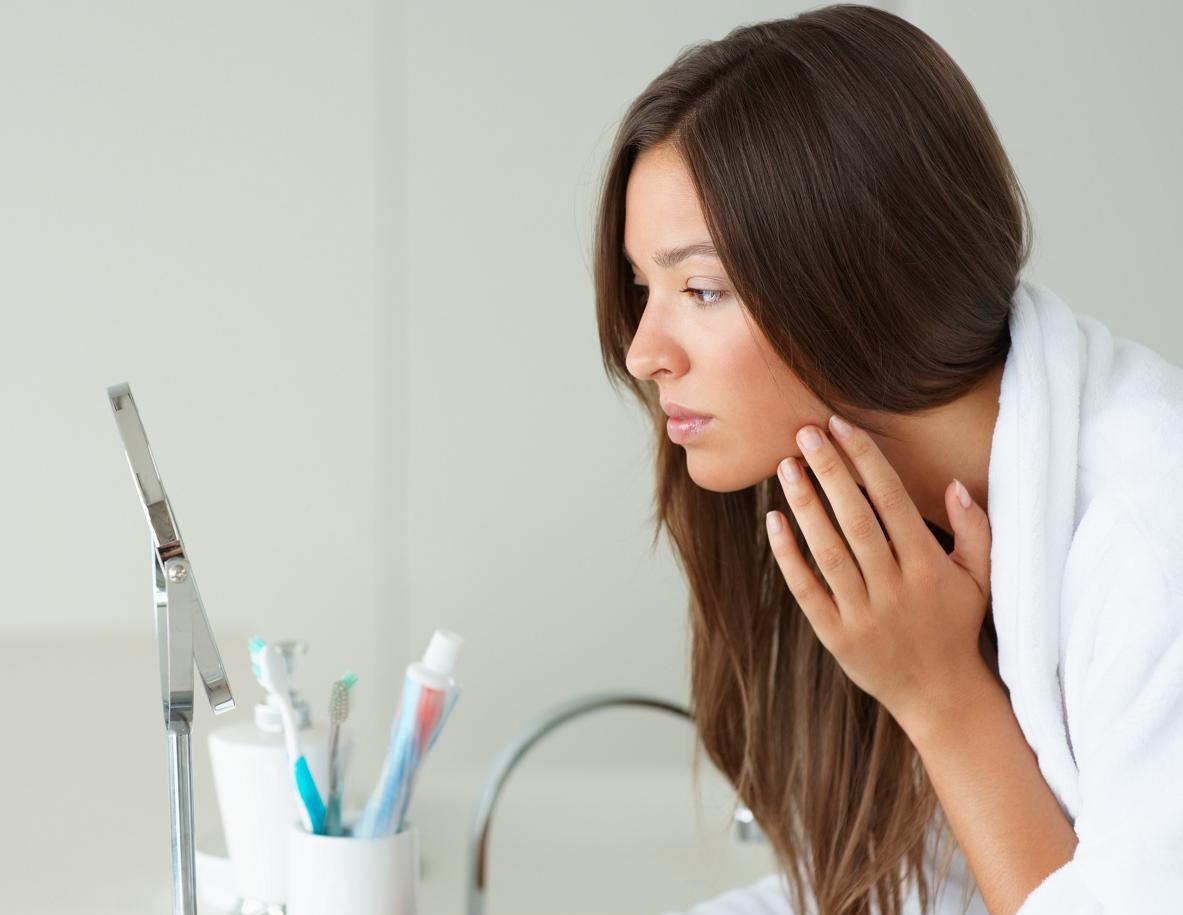 woman-face-mirror-120120