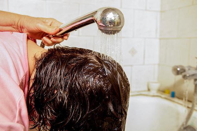 Фото - Можно ли смыть краску с волос в домашних условиях?