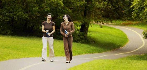 Фото похудения без растяжек: ежедневная ходьба пешком на природе