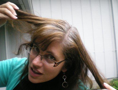 Как избавиться девушке от седых волос