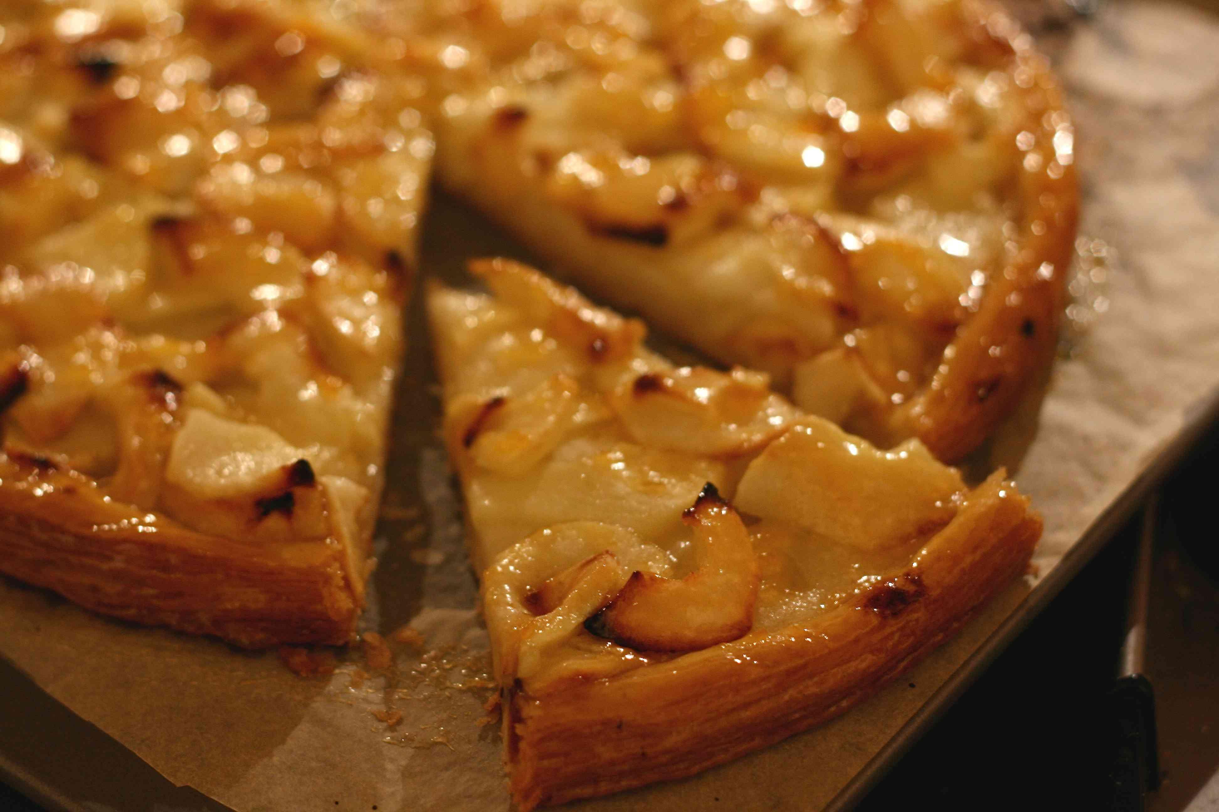 Рецепт открытого яблочного пирога из песочного теста с