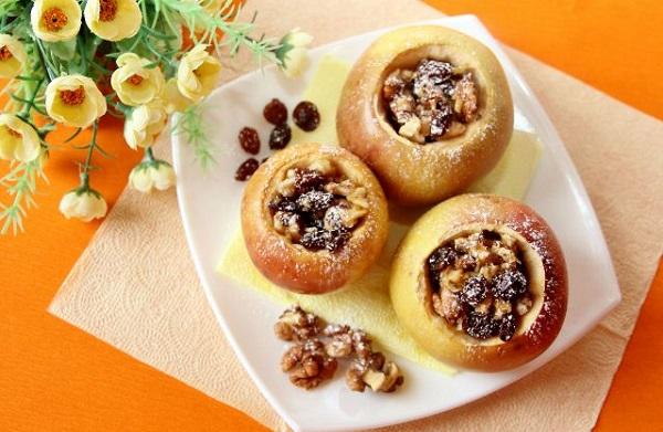 печеные яблоки с медом и творогом в духовке