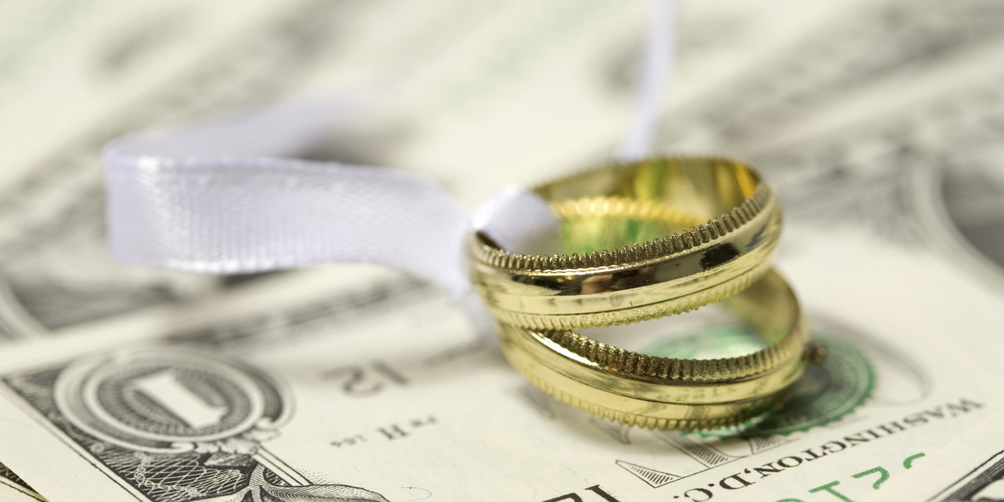 Сколько денег дарить на свадьбу в 2017