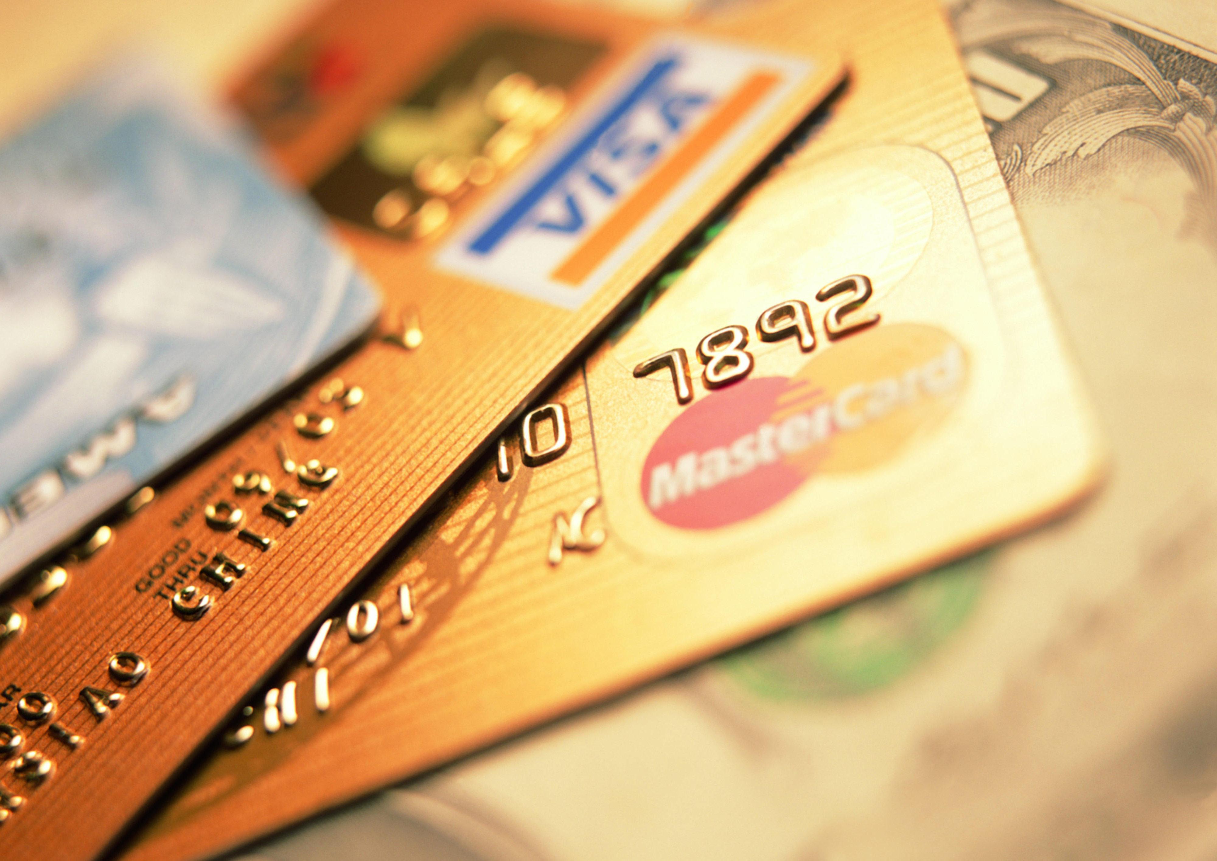 Стоит ли брать кредитные карты