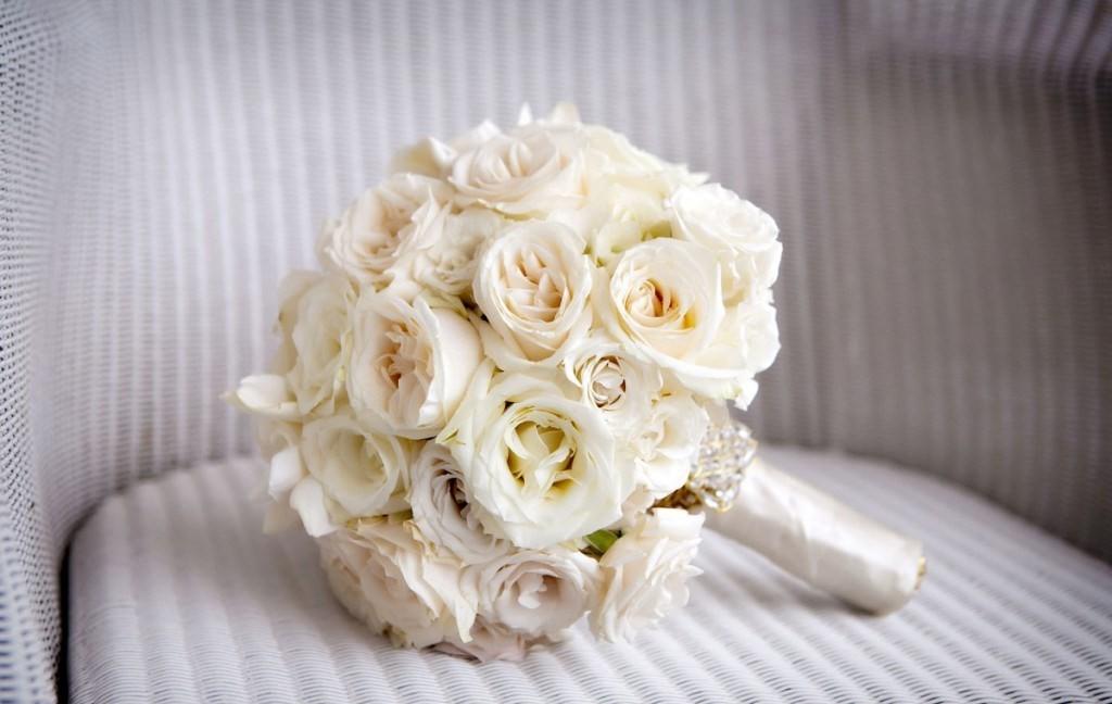 Букет невесты по платье шампань