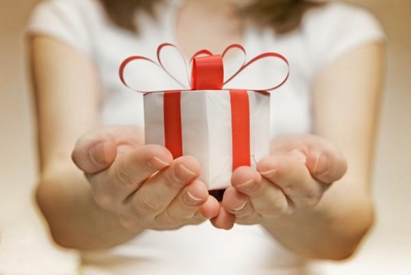 Фото на тему: Стоит ли дарить подарки тем, кто в ответ не дарит?