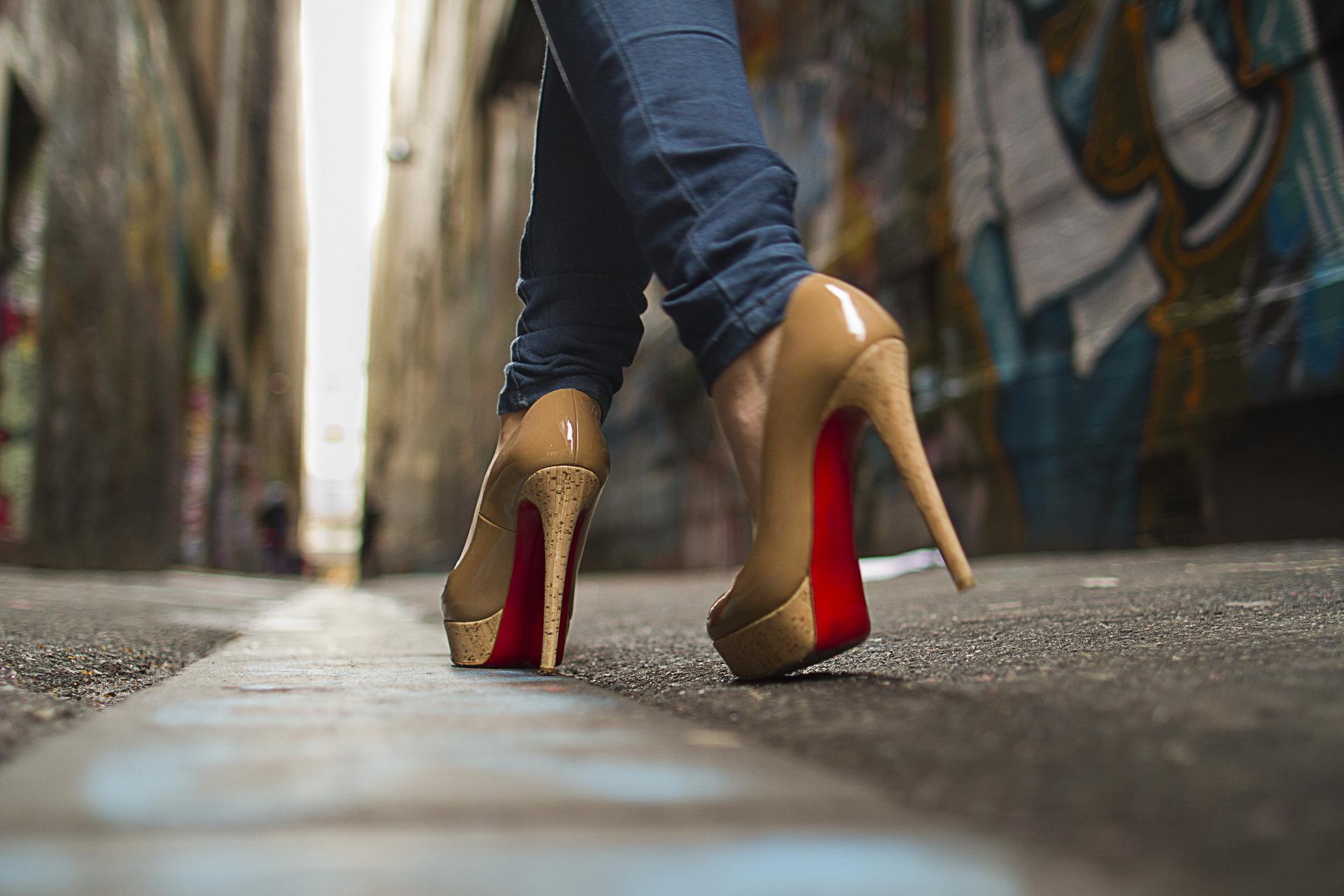Фото на тему: Как ходить на каблуках без забот