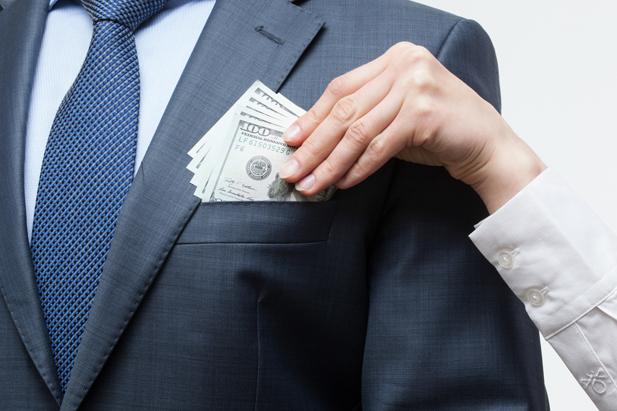Фото на тему: Что важнее. Внимание или деньги?
