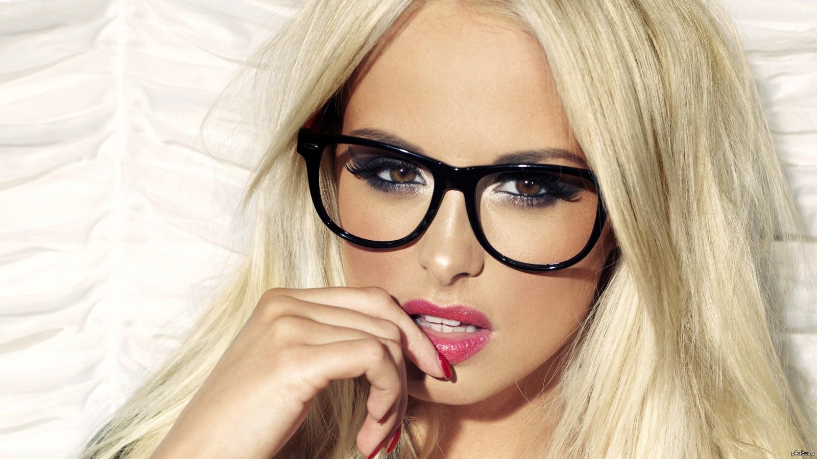 Фото на тему: Стесняюсь носить очки. Что делать?