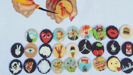 Фото и отзывы о Художница рисует фантастические картины на печенье: фото