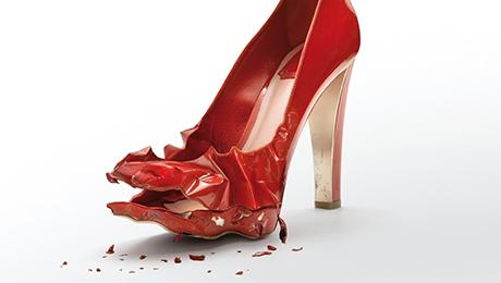 Фото и отзывы о Все время ударяюсь ногой и порчу туфли, как быть?